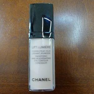 Chanel lift lumiere eye concealer 10 beige lumiere